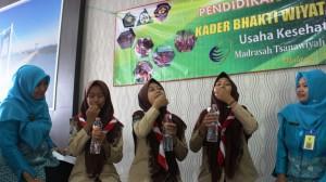 Siswa-siswi MTsN 3 Malang antusias mengikuti Pendidikan dan Pelatihan Kader Bakti Wiyata Husada (TIWISADA)